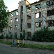 Разрушенная школа №96 г. Ингулец