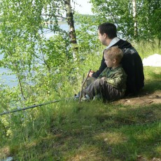 Папа и сын на рыбалке