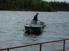 Андрей добыл лодку!