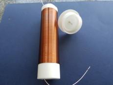 Катушка L2 и верхняя заглушка с установленной иглой