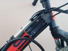 Аккумуляторный блок на раме велосипеда Stels Focus